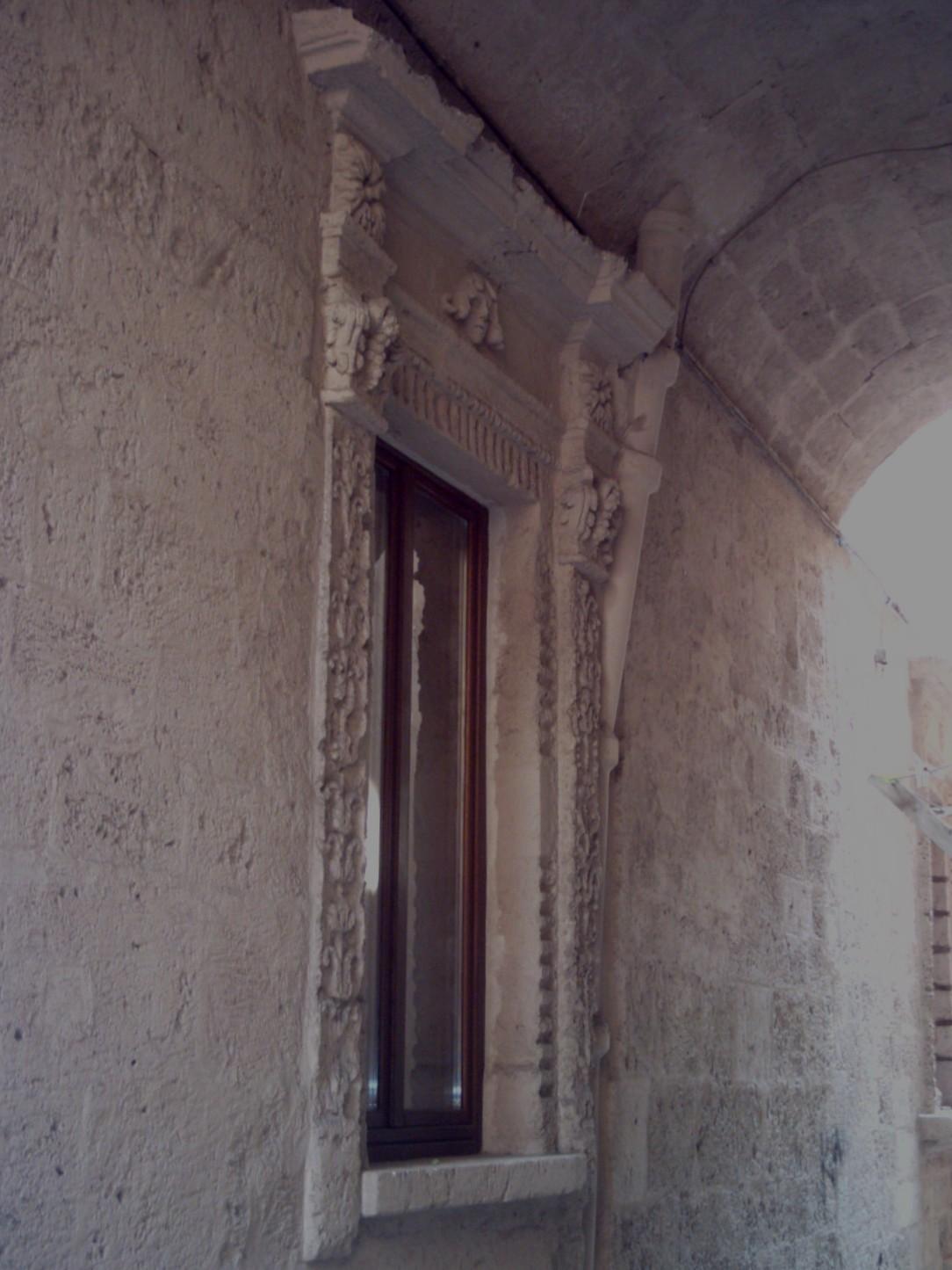 Immagini archeologia storia architettura a taranto for Finestra rinascimentale disegno